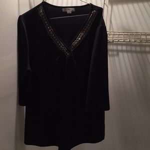 Tradition 1X short sleeved top nice detailing